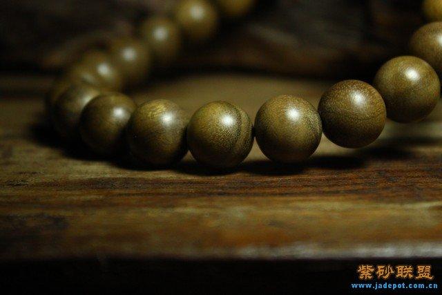 5珠径车挂 23+1  老阴沉金丝楠的,花纹漂亮,每颗珠子都带着水波荧光
