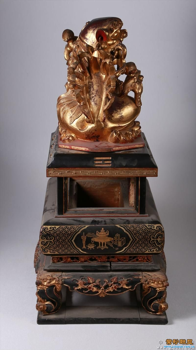 清代香熏炉木雕描金狮子