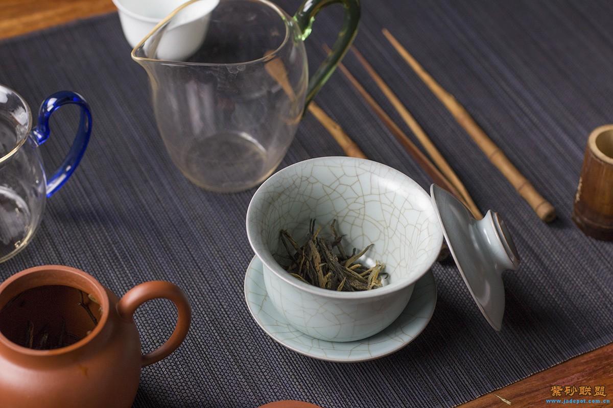 测试四种茶具冲泡古树红茶