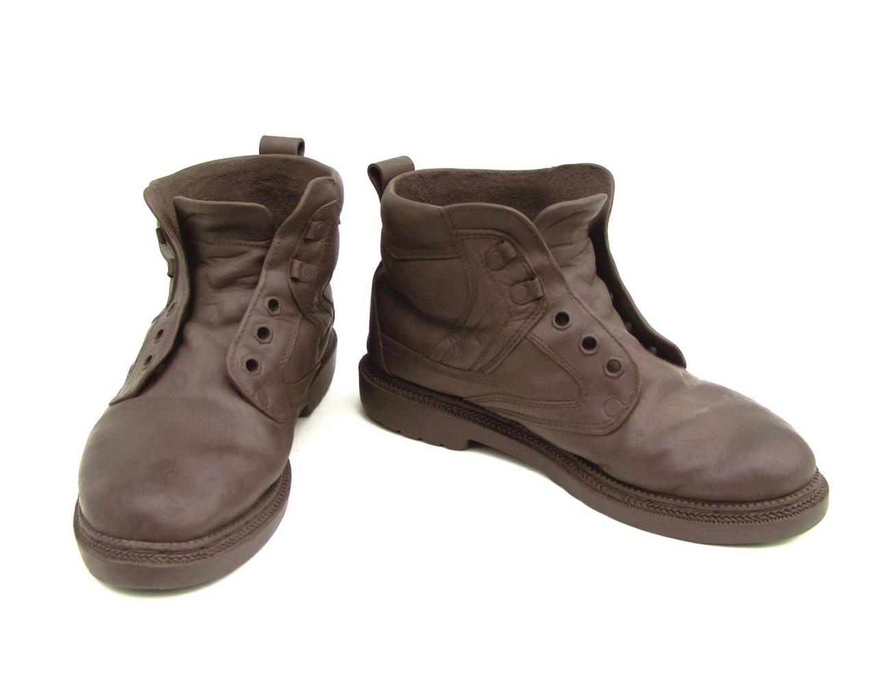 一双旧皮鞋(紫砂)